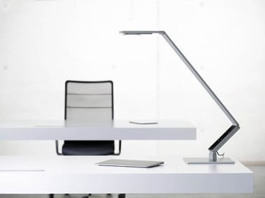 Lampada da tavolo a LED orientabile LINEAR TABLE PRO