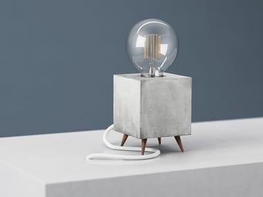 Handmade concrete table lamp LOOMACUBE C1 - WALNUT