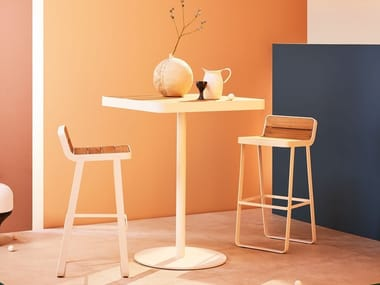 Quadratischer Gartentisch aus Teakholz MAKEMAKE | Hochtisch