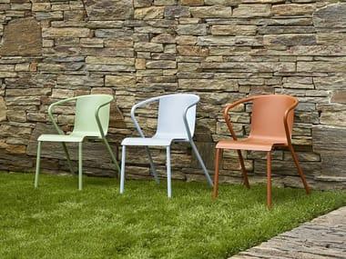 Sedia da giardino impilabile in metallo con braccioli MANEL