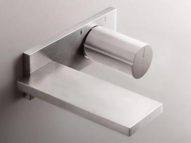 Miscelatore per lavabo a muro in acciaio inox in stile moderno con finitura satinata con piastra MILANO - D113A/E610B