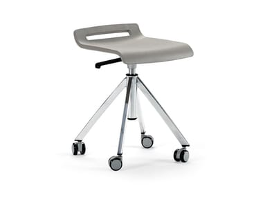 Height-adjustable stool with castors MIT | Office stool with castors