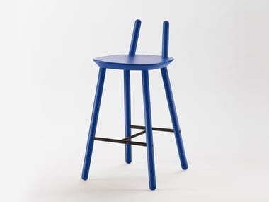 High lacquered solid wood stool with footrest NAÏVE | High stool