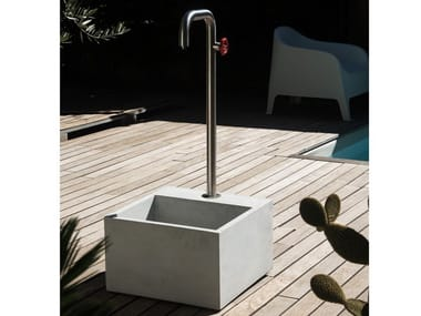 Garden fountain in Stainless steel and concrete NASO