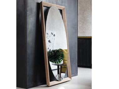Freestanding oval mirror with wooden frame ODINO | Oval mirror