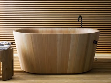 Freestanding oval larch bathtub OFURO