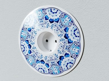 Porcelain electrical outlet OII