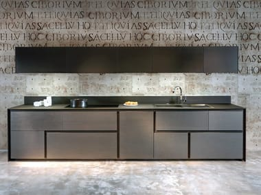 Linear wood and glass kitchen with integrated handles OPERA | Kitchen with integrated handles