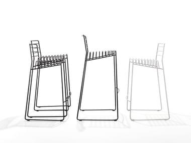 Sgabello in acciaio a slitta con schienale PARK | Sgabello