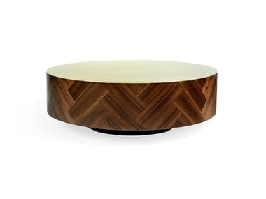 Mesa de centro baixa redonda de folheado de madeira PARQ LIFE | Mesa de centro baixa