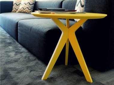 Lacquered round side table PINKIT | Lacquered coffee table