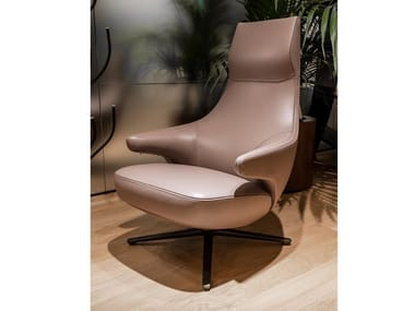 Bergere armchair with 4-spoke base POLTRONA FRAU POLTRONA JAY LOUNGE Smokey