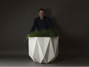 Concrete and Cement-Based Materials planter PRISME | Cement planter