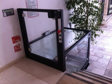 Platform lift for small height difference REMOVAL ARCHITECTURAL BARRIERS