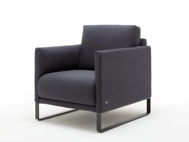 Sled base fabric armchair with armrests ROLF BENZ 009 CARA | Sled base armchair