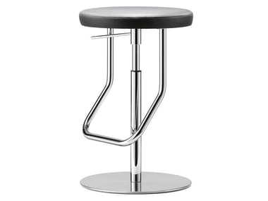 Height-adjustable stool S 123 PH