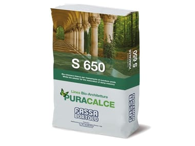 Renovating and de-humidifying additive and plaster S 650