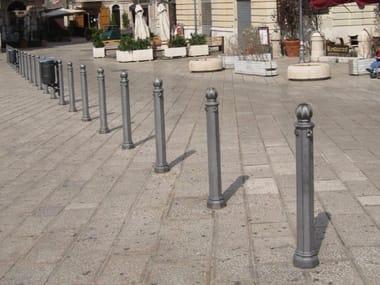 Cast iron bollard post with chains SCILLA | Bollard