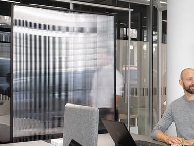 Free standing polycarbonate office screen SHIELDED XL