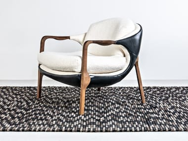Easy chair with armrests SILA