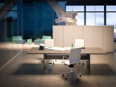 Meeting table with cable management SISTEMA 28 | Meeting table