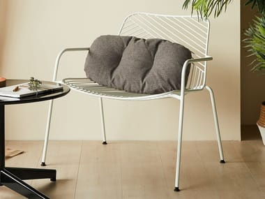 Powder coated steel easy chair with armrests SKETCH | Easy chair