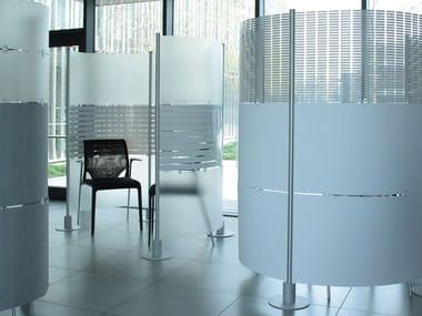 Painel divisor autoportante de alumínio e PVC SLALOM | Painel divisor de alumínio e PVC