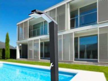 Doccia esterna solare in acciaio inox con pedana SOLARIS | Doccia esterna