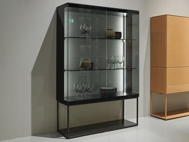Display cabinet with integrated lighting SOMA | Display cabinet