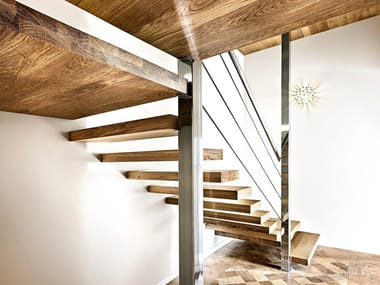 L-shaped wooden cantilevered staircase SOSPESIA