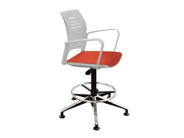 Swivel office stool with 5-Spoke base with Armrests SPACIO | Office stool for designer