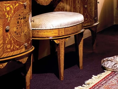 Sgabello basso in tessuto con cuscino integrato STILE MAGGIOLINI | Sgabello