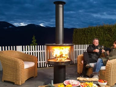 Outdoor fireplaces and heaters
