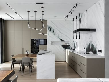 Three sides kitchen with an island and convivial table T45 | Cucina con isola