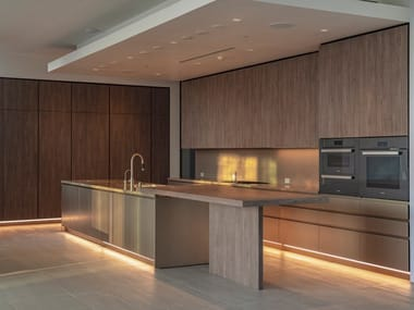 Linear kitchen developed on two sides with an island T45 | Kitchen with island