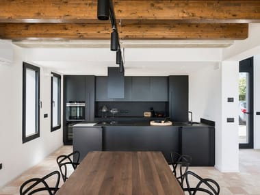 Kitchen with push to open doors with peninsula T45 | Kitchen with push to open doors
