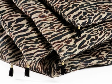 Animalier hand embroidered linen quilt TIGER