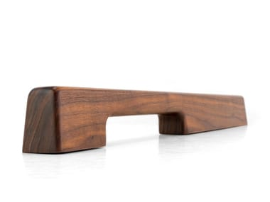 Solid wood pull handle TIRAR - AMERICAN WALNUT | Pull handle