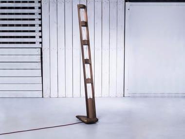 Lampada da terra fatta a mano in legno TOTEM