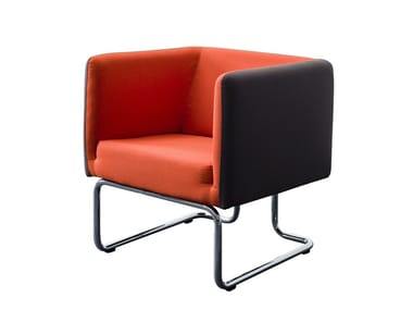 Sled base fabric easy chair with armrests TWIST | Sled base easy chair