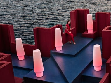 Lampada da terra per esterno a LED in plastica in stile moderno ULM | Lampada da terra per esterno