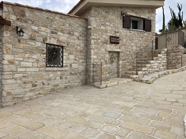 Pavimento in pietra antica VECCHIO BASOLATO BOTTICINO