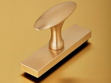 Satin brass door handle on back plate VITRUVIO OVALE