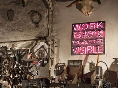 Lettera luminosa da parete al neon WORK