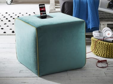 Pouf in velluto con docking station ZEPPELIN