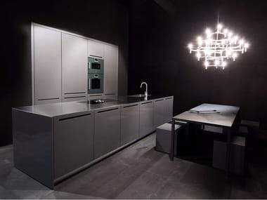 Fitted kitchen in glossy lacquered piombo ZERO | Linear kitchen