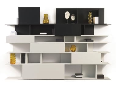 Open wall-mounted bookcase ABSTRACT