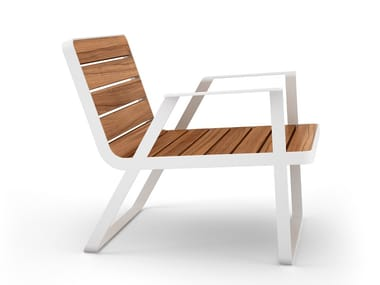 Garden aluminium and wood easy chair with armrests MAKEMAKE | Aluminium and wood easy chair