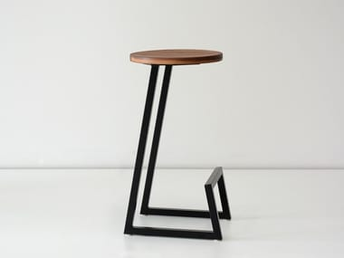 Low solid wood stool with footrest CORKTOWN | Low stool
