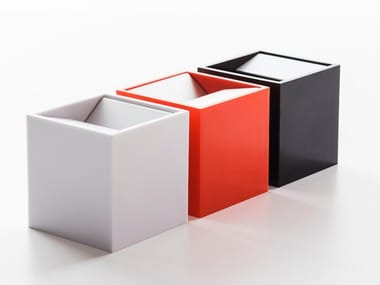 Aluminium and melamine ashtray CUBO